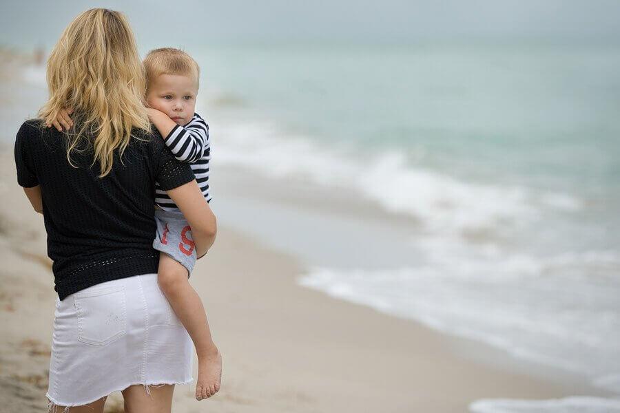Longe dos pais: como se desenvolvem as crianças nessa condição