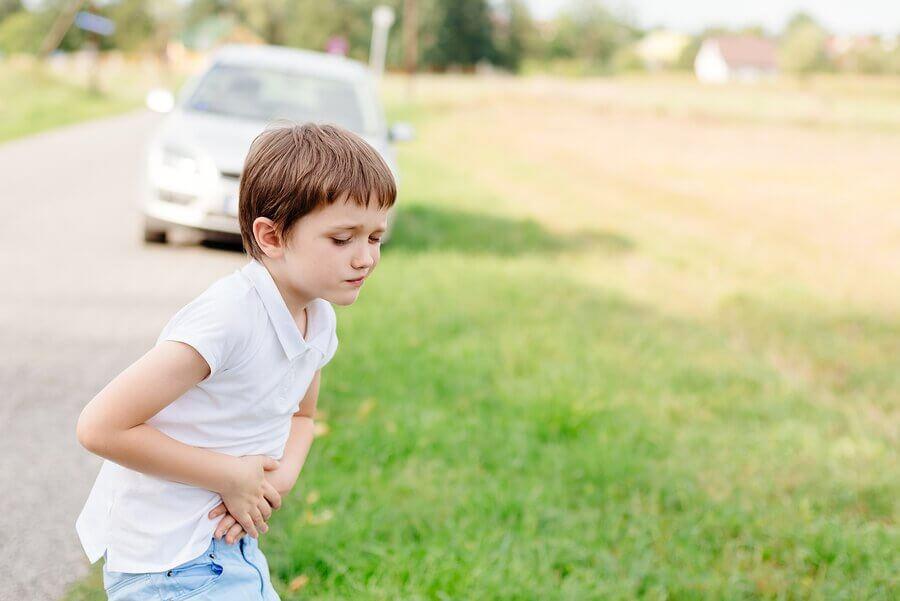 Como evitar o enjoo das crianças em viagens