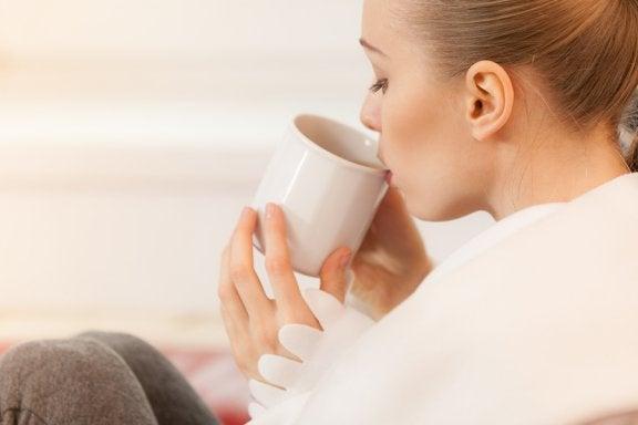 5 chás adequados para a amamentação: benefícios para a saúde