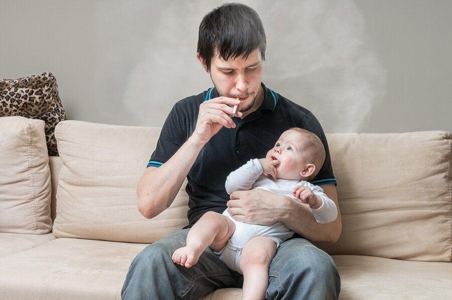 Consequências de fumar na frente das crianças