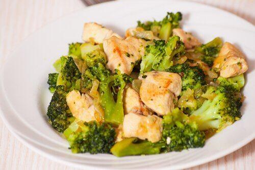 Receitas ricas em cálcio para o primeiro trimestre da gravidez têm o brócolis como protagonista.