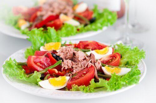 salada de atum com tomate e ovo