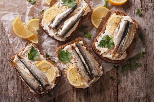 sardinhas com torradas