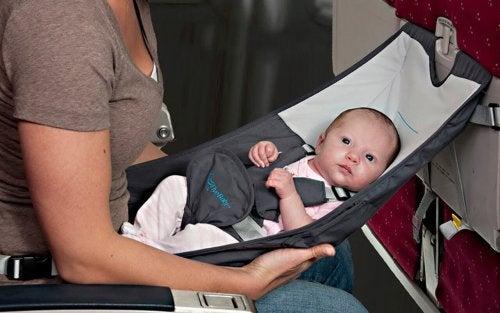 Há muitos detalhes que você deve ter em mente quando for viajar com um bebê.