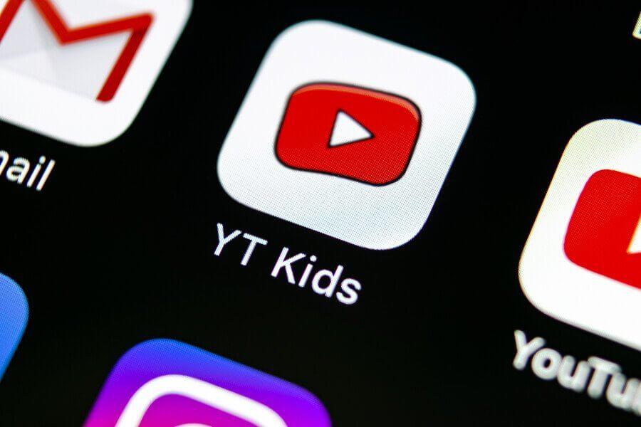 """""""Com que idade as crianças devem ter um celular?"""" está bloqueado  Com que idade as crianças devem ter um celular?"""