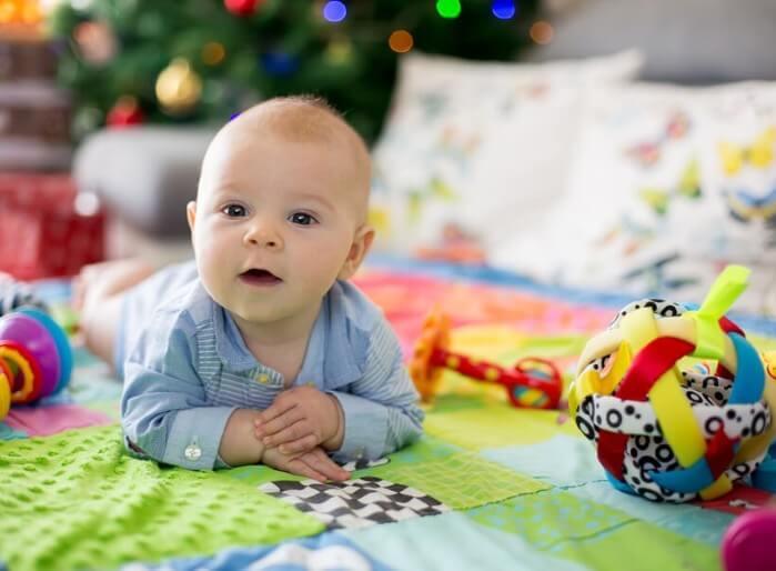 Benefícios dos tapetes de atividades para os bebês