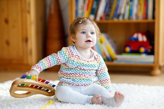Brinquedos com música para crianças e suas vantagens
