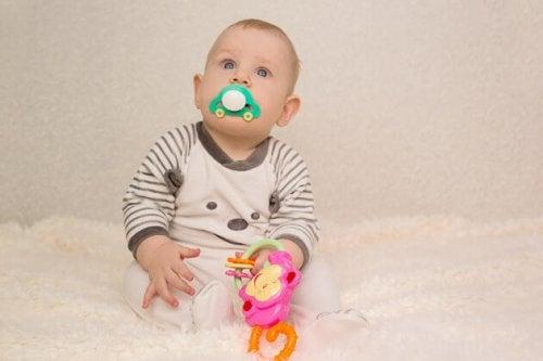 A chupeta permite que os bebês acalmem a ansiedade, mas chega um momento em que eles devem deixá-la.