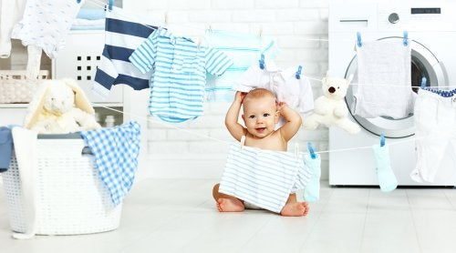 Faça uma boa ação doando roupas que não servem mais para o bebê para as pessoas que mais precisam delas.
