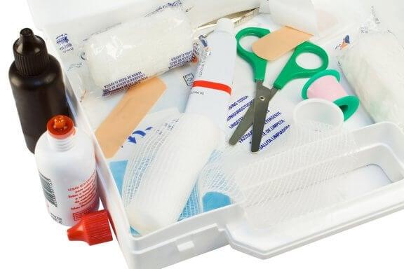 O que deve conter o kit de primeiros socorros de casa?