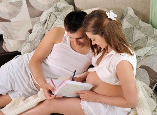 Os pais devem se preparar para o parto oferecendo todo o apoio necessário.
