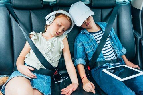 Em uma viagem longa, eventualmente as crianças se cansam da tela