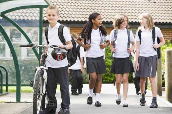 Vantagens e desvantagens do uniforme escolar