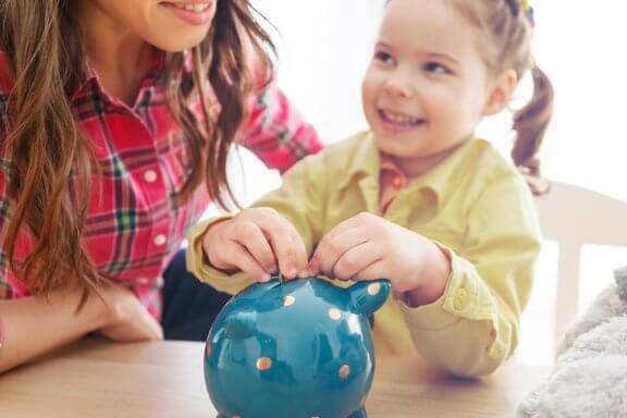 Ensinar as crianças a valorizar o dinheiro: algumas dicas