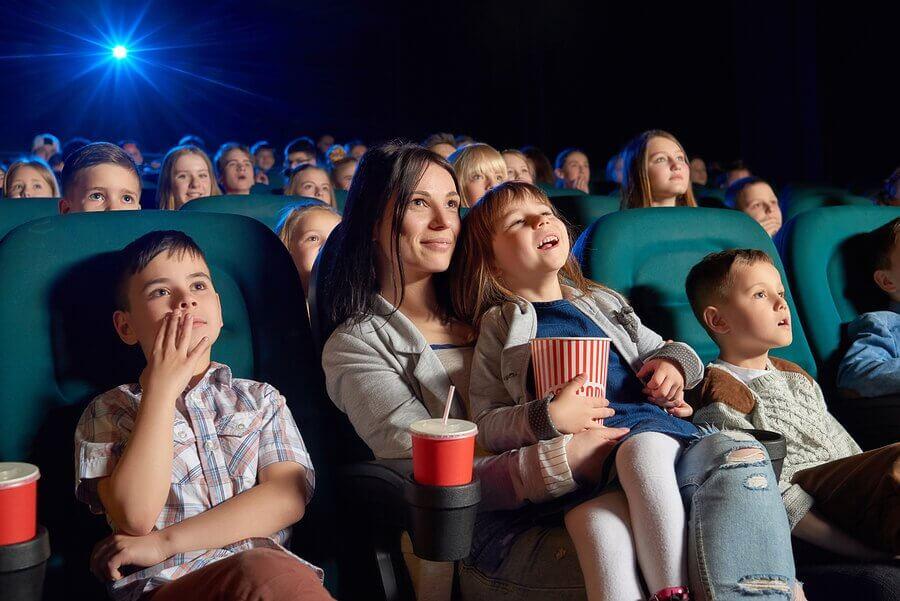 Benefícios do cinema para as crianças: filmes recomendados