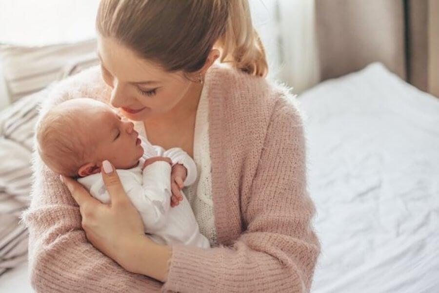 Para saber se o bebê tem frio é preciso ficar atenta a alguns sinais.