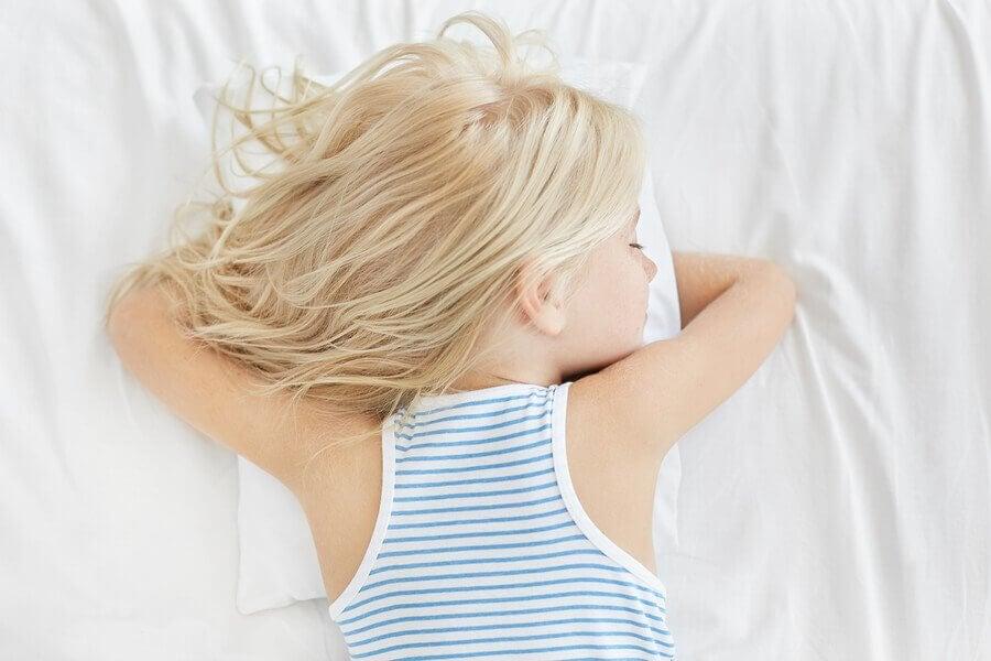 Os cochilos no meio da manhã são necessários para as crianças?