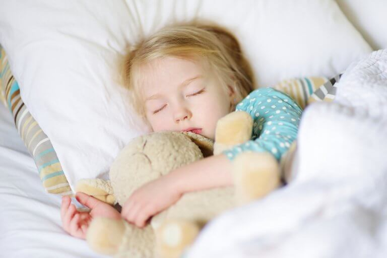 O cochilo no meio da manhã é importante para as crianças.