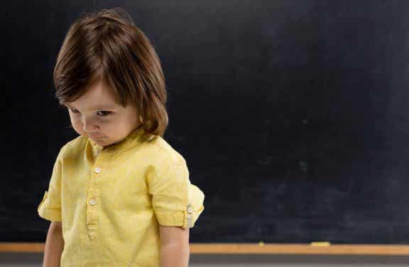 Timidez na infância: como enfrentar?