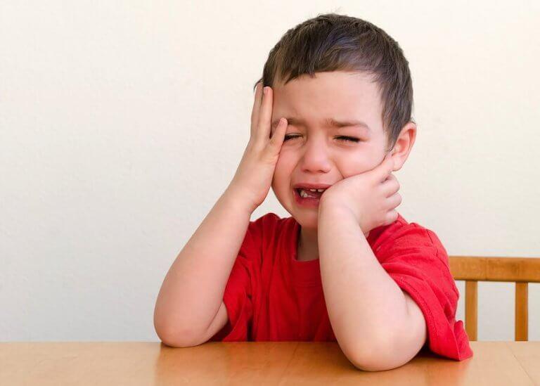 Por que as crianças gostam de chamar a atenção?