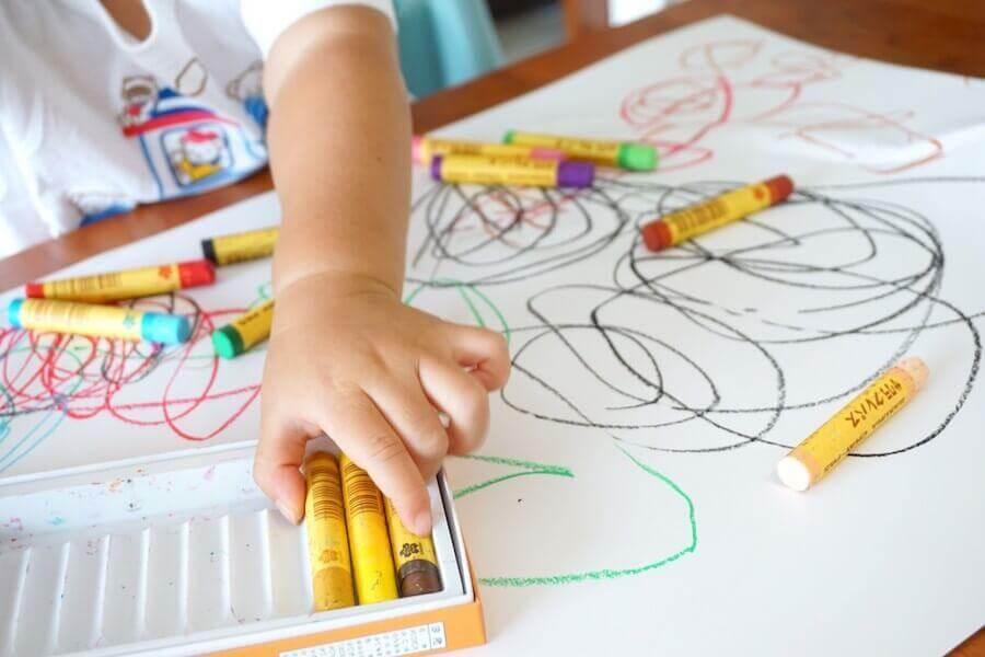 Cores mais recorrentes nos desenhos infantis