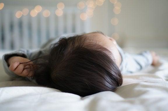Meu bebê caiu da cama: o que devo fazer?