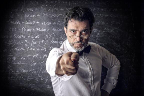 Quais são as características de um professor ruim?