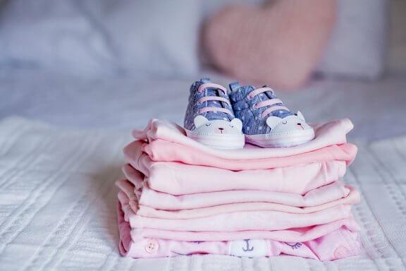 O que fazer com as roupas que não servem mais para o bebê?