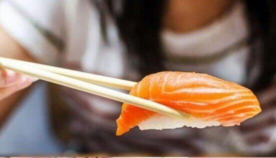 O sushi é outro risco para a toxoplasmose, por isso é um dos alimentos proibidos na gravidez.