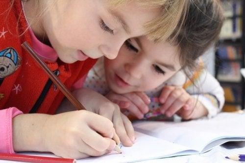 Chaves para melhorar a caligrafia das crianças