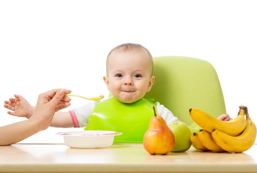 Truques para ajudar o bebê a experimentar novos alimentos