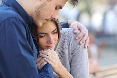 Os homens experienciam os abortos espontâneos de uma forma tão dolorosa quanto a mulher