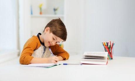 Ter um cantinho de estudos das crianças incentiva os estudos