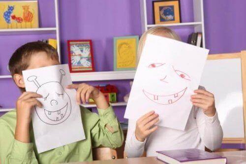Oficinas criativas para crianças permitem que eles criem novos relacionamentos.