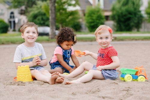 Em que consiste ensinar habilidades sociais para as crianças