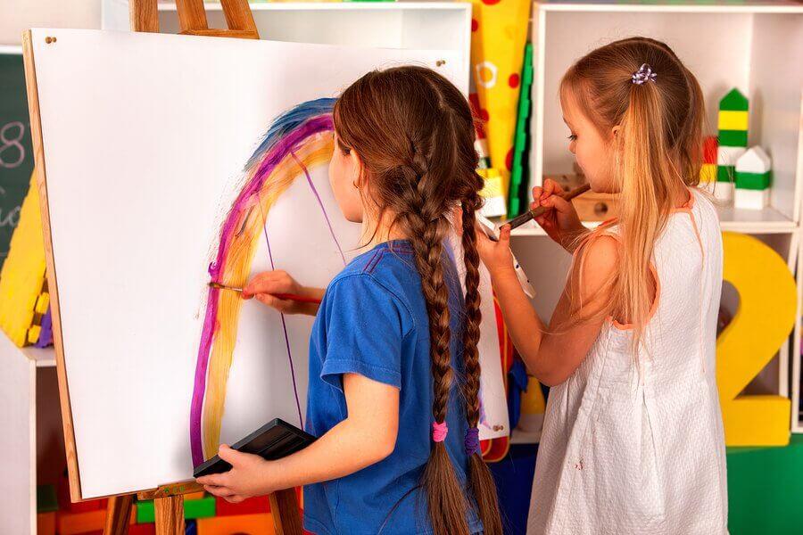 Benefícios das oficinas criativas para crianças