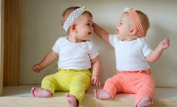 A gestação múltipla traz mais desafios que a de um bebê só.