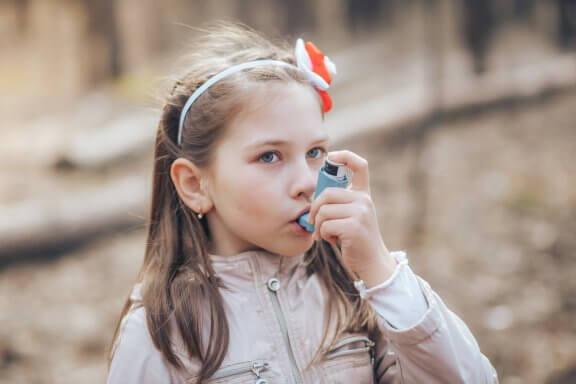 Escola e asma: como ajudar as crianças?
