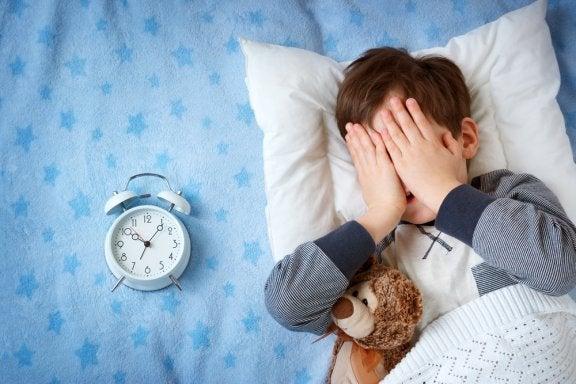 Meu filho tem medo de dormir fora de casa.O que fazer?