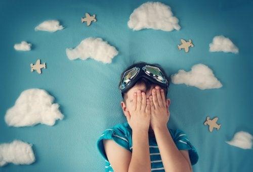 menino com medo de dormir sozinho