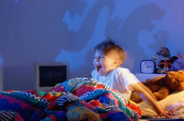 O que devo fazer quando o meu filho tiver pesadelos