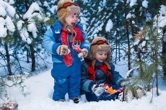 10 brincadeiras na neve para compartilhar com a família