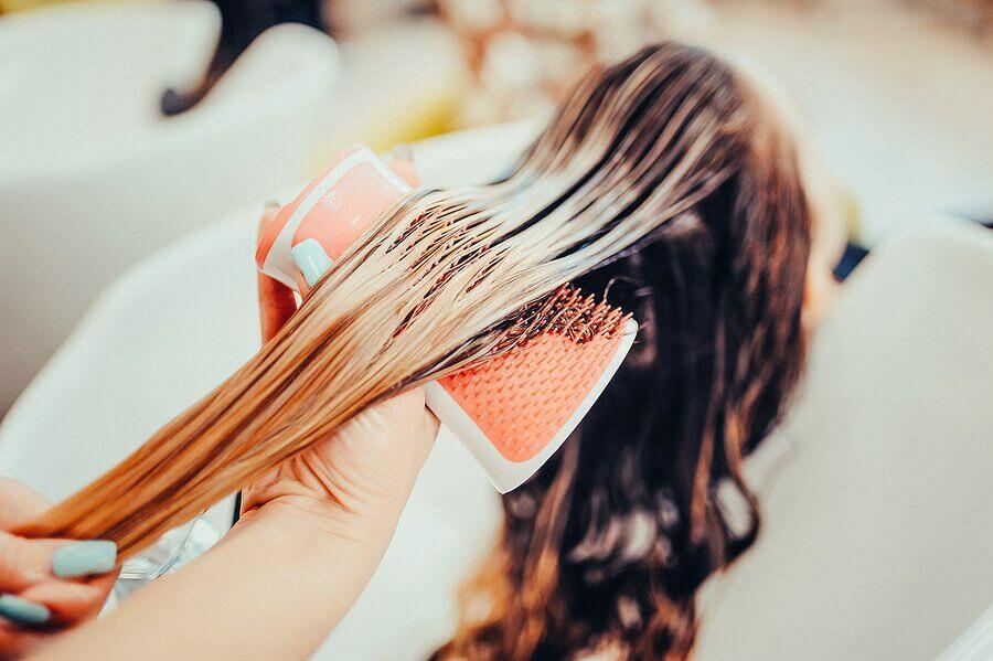Pode tingir o cabelo durante a amamentação?