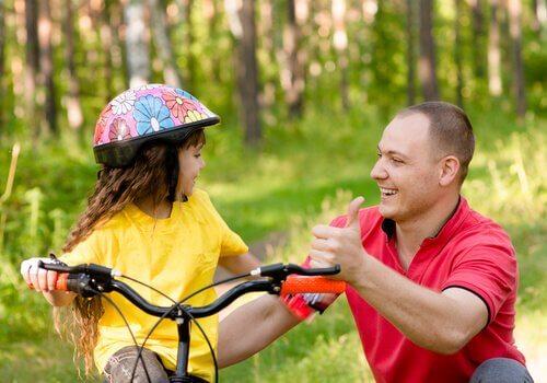 Aprender a andar de bicicleta é uma forma clássica de aprendizagem cinestésica.