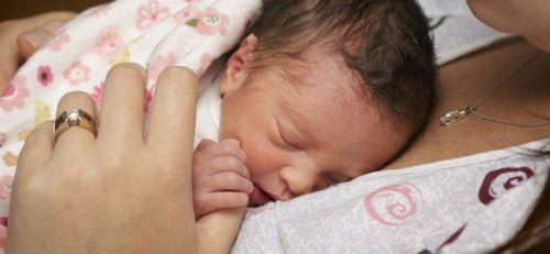 Devido aos avanços médicos, a taxa de mortalidade de bebês prematuros de sete meses diminuiu.