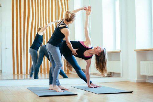 As melhores posturas de yoga para a concepção e a gestação