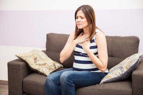 mulher com azia durante gravidez