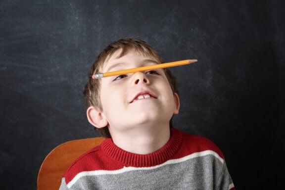 A estereotipia na infância pode ocorrer entre 2 a 5 anos de idade.