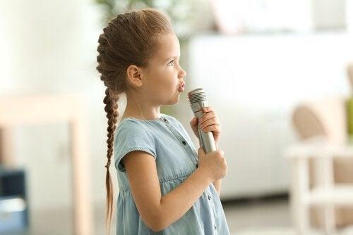 Desenvolver a consciência fonológica em crianças através de atividades