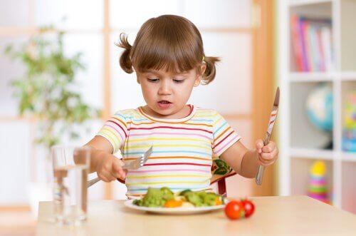 Incluir vegetais desde cedo é a melhor maneira de evitar problemas de alimentação nas crianças